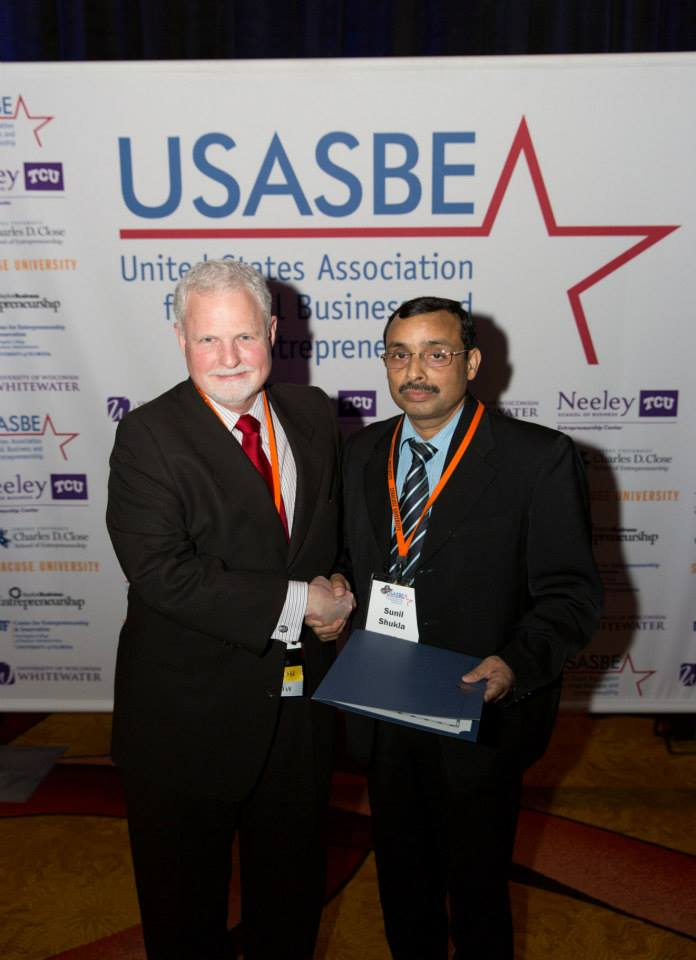Dr. Sunil Shukla receiving the USASBE Award at the hands of Dr. Pat H. Dickson