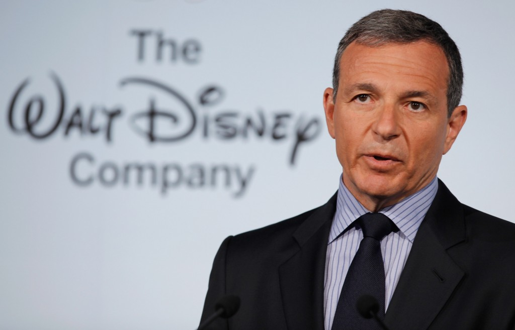Disney CEO, Iger gets up at4:30 every morning. He takes the quiet time to do a number of things like read the papers, exercise, listen to music, look at email, and watch TV all at once.